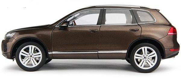 โมเดลรถ โมเดลรถเหล็ก โมเดลรถยนต์ Volkswagen Touareg 2010 brown 3