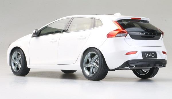 โมเดลรถ โมเดลรถเหล็ก โมเดลรถยนต์ Volvo V40 white 2