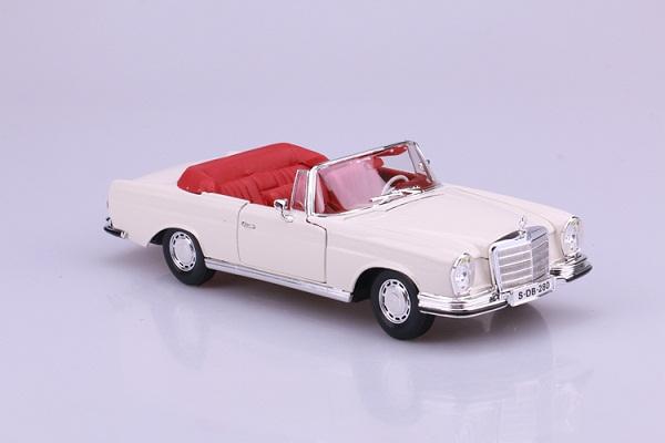 โมเดลรถ โมเดลรถเหล็ก โมเดลรถยนต์ Benz 280SE white 2