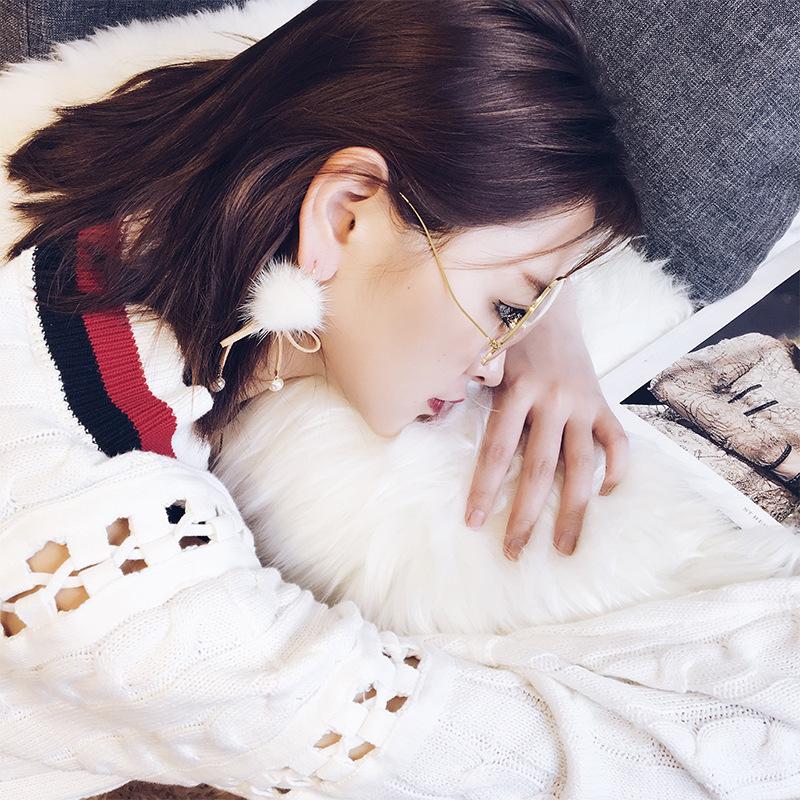 ต่างหู,ตุ้มหูแฟชั่นสไตล์เกาหลีปอมปอมสีขาวแต่งโบว์สีครีม