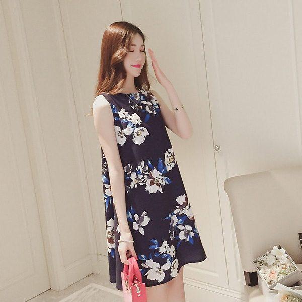 **สินค้าหมด Dress4035 ชุดเดรสทรงปล่อยลายดอกไม้สีพื้นกรมท่า ซิปหลังใส่ง่าย มีซับในอย่างดีทั้งชุด ผ้าชีฟองเนื้อดีเกรดพรีเมียมมีน้ำหนักทิ้งตัวสวย งานดีผ้าสวยเกินราคา สวยจบในชุดเดียว ใส่ได้บ่อยหลายโอกาส