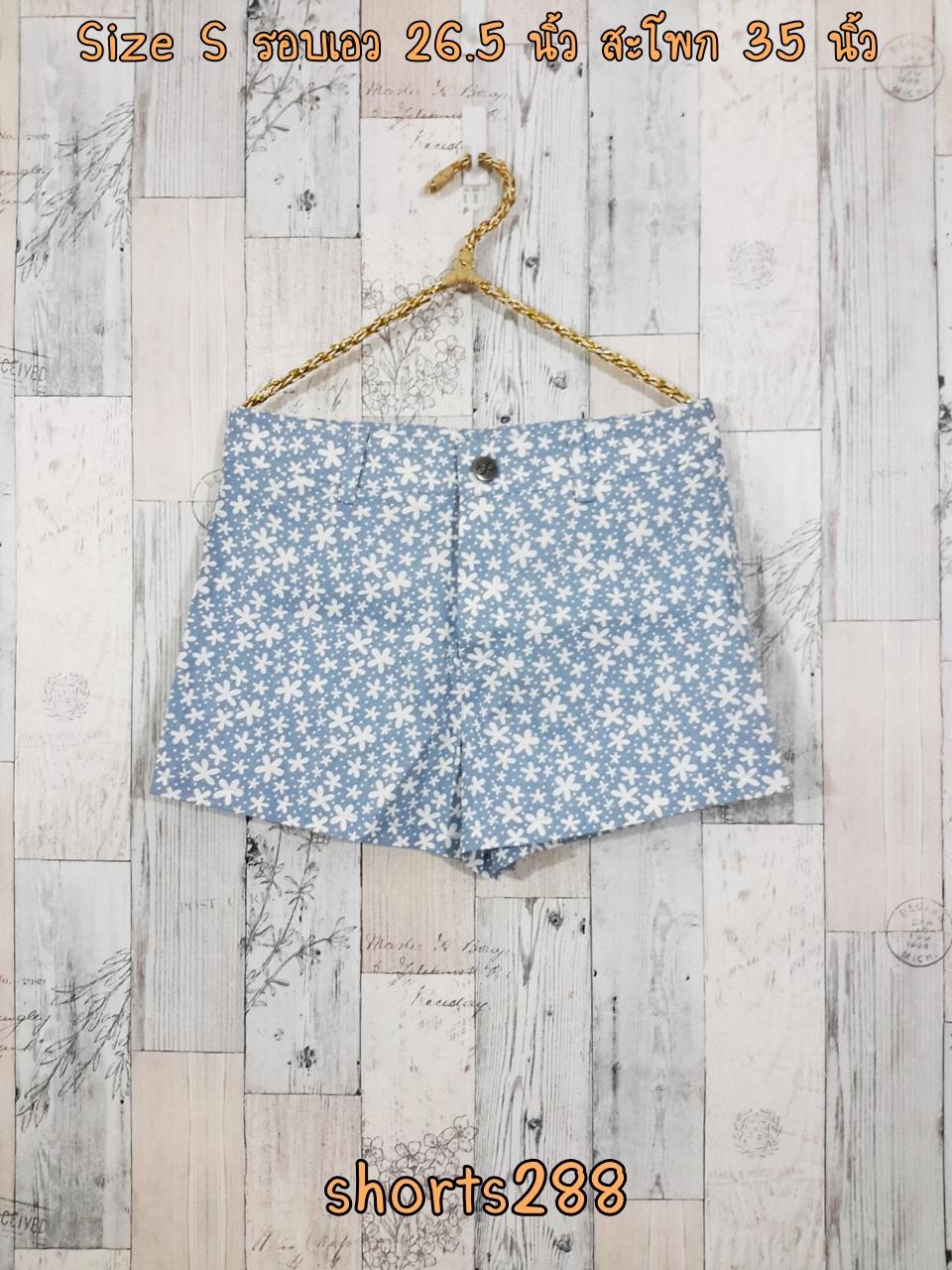 Shorts288 กางเกงขาสั้นซิปหน้า ผ้ายีนส์นิ่มลายจุดดอกไม้เล็กโทนสีขาวฟ้ายีนส์ งานน่ารัก แมทช์กับเสื้อได้หลายแบบ
