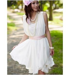"""""""พร้อมส่ง""""เสื้อผ้าแฟชั่นสไตล์เกาหลีราคาถูก Brand Yigingquancheng set 2 ชิ้น เดรสชีฟอง ทรงปล่อยบานๆ คอวี+ซับในสายเดี่ยวสีขาว มีผ้าผูกเอวสีชมพู -สีขาว"""