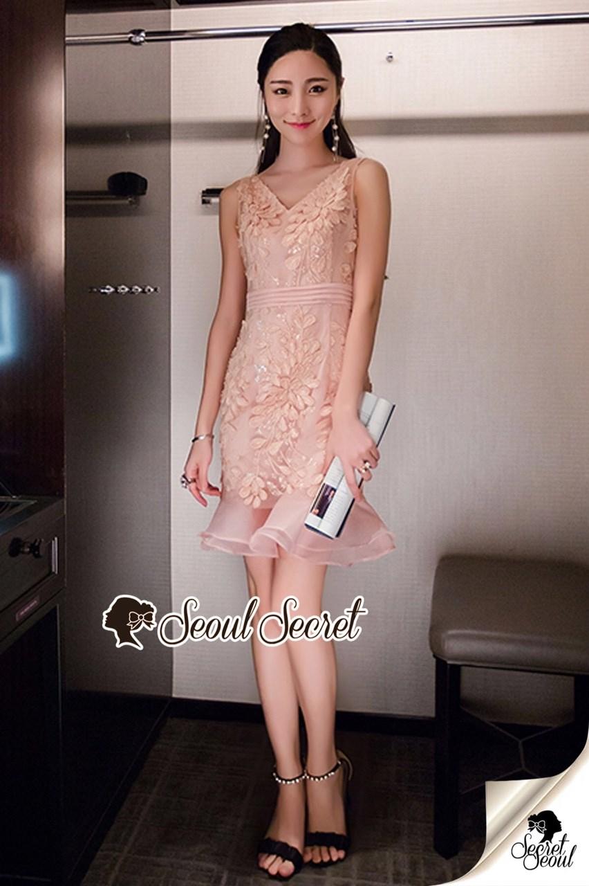 ชดเดรสเกาหลีพร้อมส่ง Princess Lace Vee Flora Print Dress