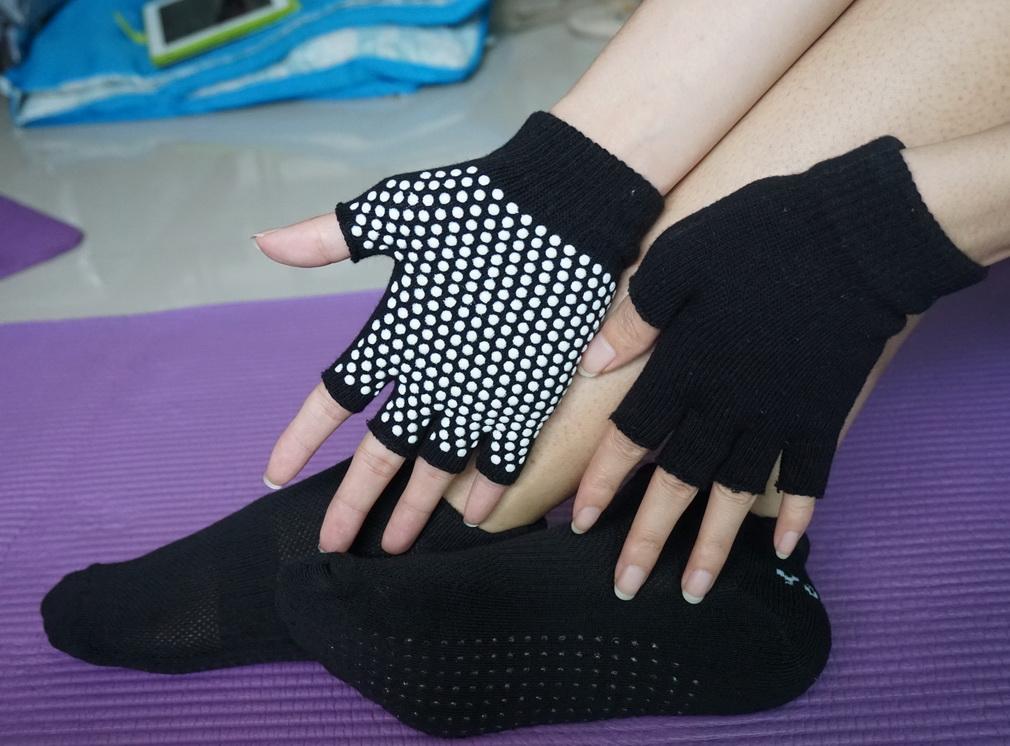 (พรีออเดอร์) ถุงมือ ถุงเท้าโยคะ กันลื่น YKSM40-9