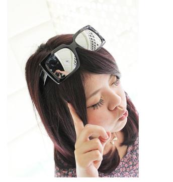 แว่นตากันแดดแฟชั่นเกาหลี กรอบสีเหลี่ยมสีดำมัน เลนส์กระจก
