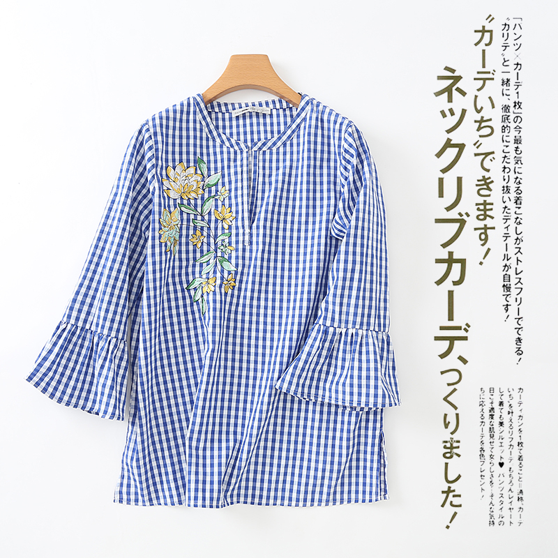 P24441 เสื้อแฟชั่นแขนระบาย ผ้าฝ้ายเนื้อดีลายตาราง สีน้ำเงิน ปักดอกไม้