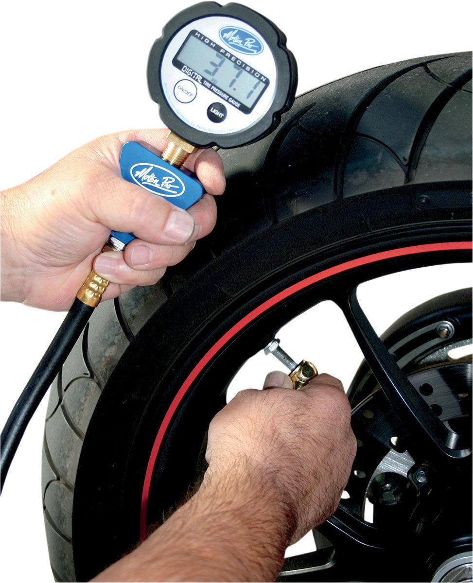 เครื่องวัดลมยาง ปรับลมเข้าได้ จาก USA หรือ Digital Tire Pressure Gauge ยี่ห้อ MOTION PRO รุ่น 08-0468 ความแม่นยำสูง 0-60 PSI