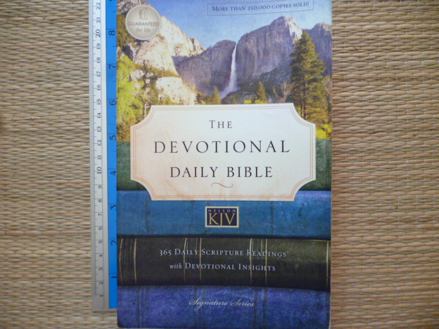 The Devotional Daily Bible 9365 Daily scripture reading with devotional insights)
