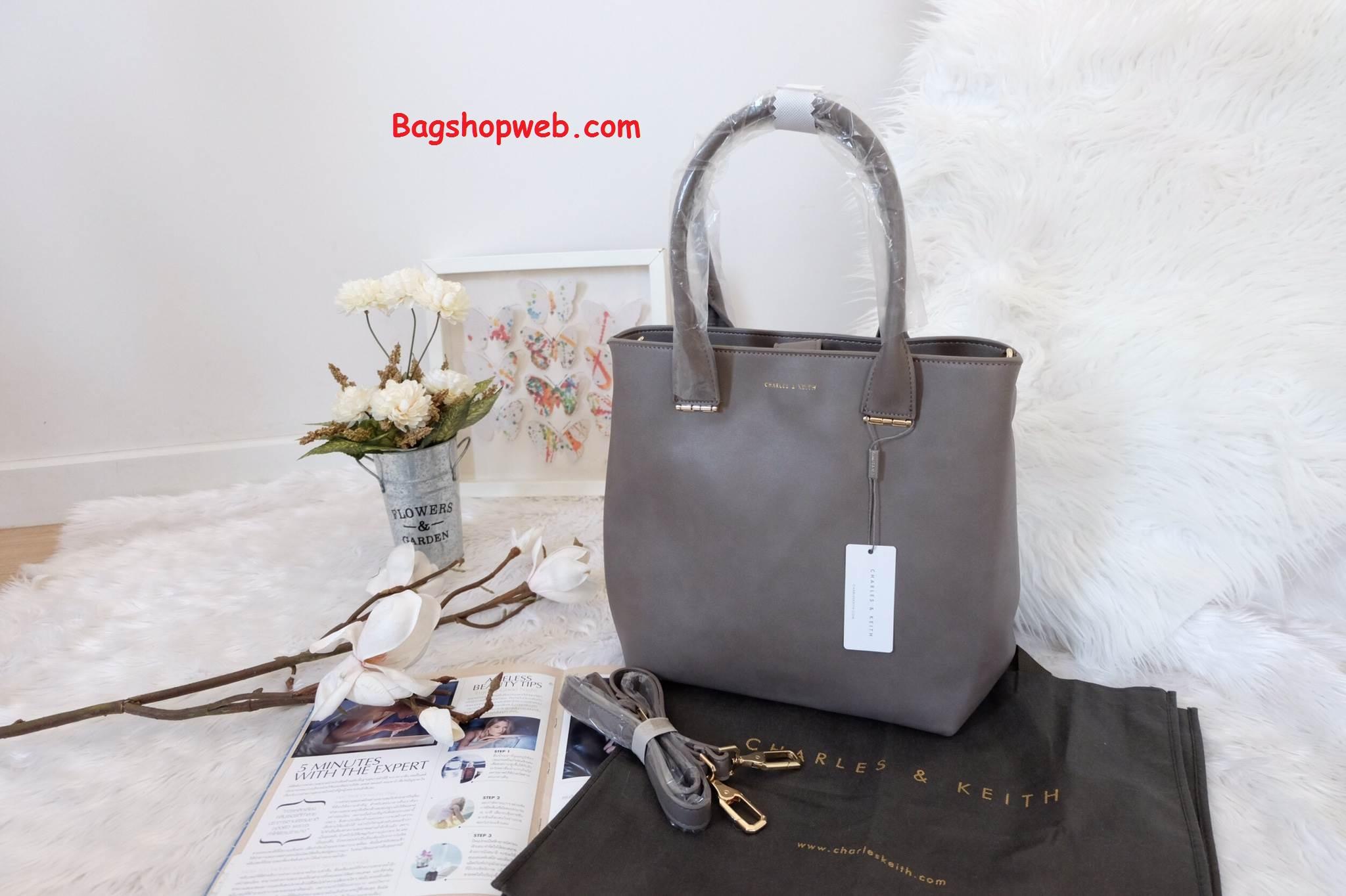 กระเป๋า CHARLES & KEITH LARGE TOTE ทรง Tote Bag สีเทา