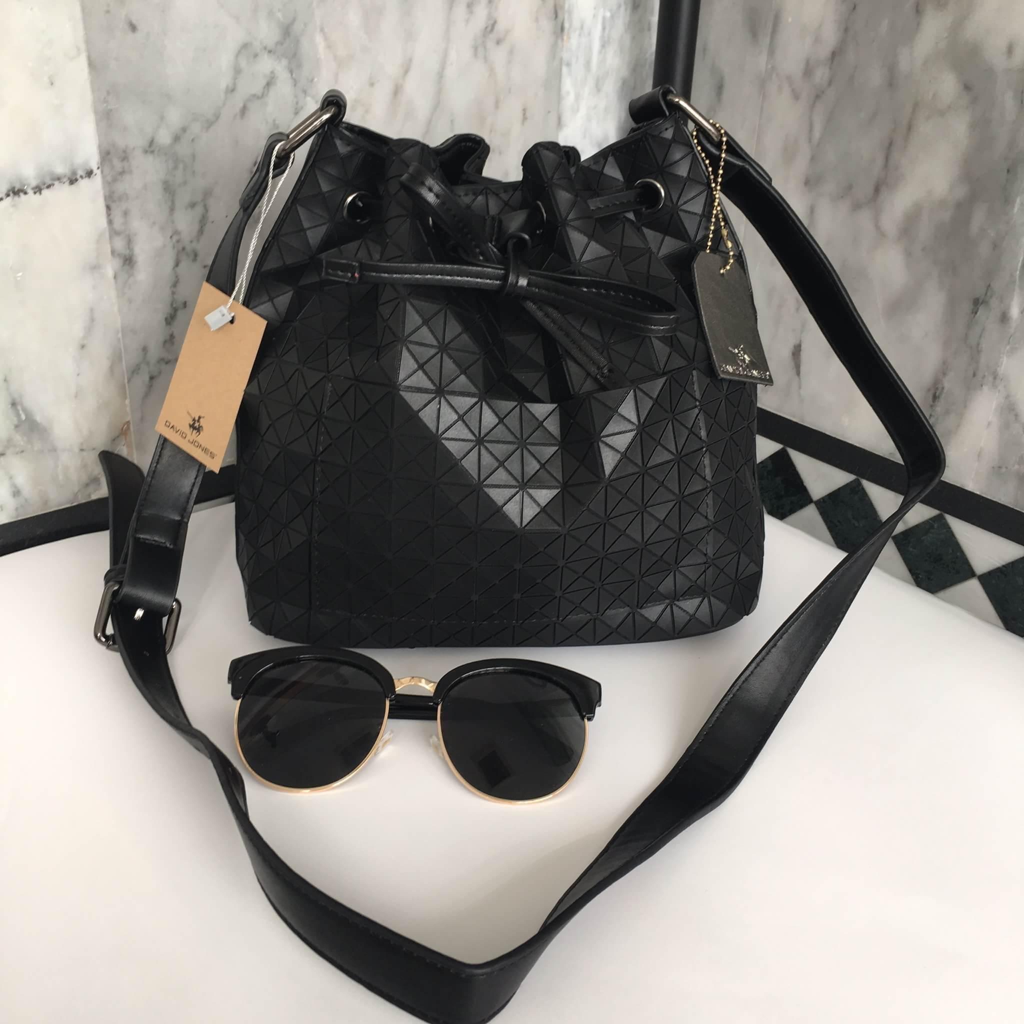 กระเป่า David Jones Bucket Leather Size L (bag) กระเป๋าสะพายข้างดีไซน์เกร๋มาก สีดำสวยมาก chic