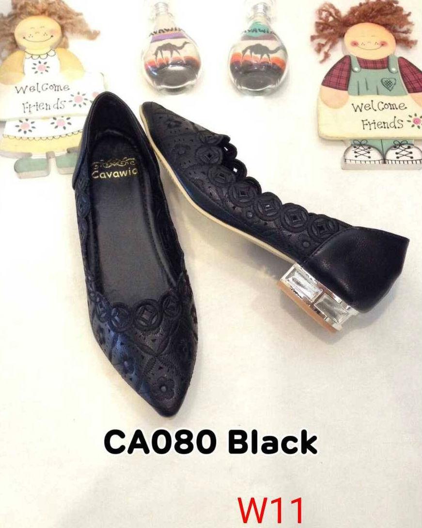 รองเท้าคัทชู ส้นเตี้ย แต่งลายฉลุสวยหวาน ส้นเคลือบเงาสวยดูดี หนังนิ่ม ทรงสวย ใส่สบาย ส้นสูงประมาณ 1 นิ้ว แมทสวยได้ทุกชุด (CA080)