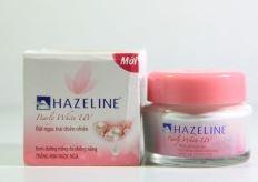 **พร้อมส่ง*Hazeline Pearly White UV 45g. คุณภาพระดับตำนาน ใครใช้คงหลงใหลไปกับเนื้อครีมที่ขาวบริสุทธิ์เหมือนหิมะ ทาแล้วครีมจะละลายซึมเข้าใบหน้าเพื่อประสิทธิภาพการบำรุงอย่างเต็มที่ ส่วนสูตรนี้สำหรับคนที่ต้องการผิวขาวอมชมพูค่ะ มีส่วนผสมจากไข่มุกแท้ ให้ผิวสวย