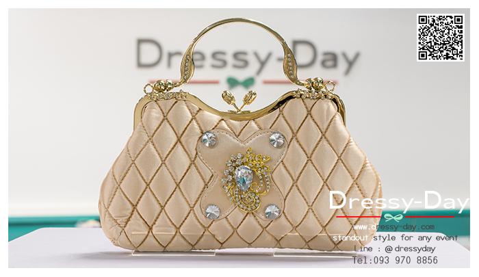 กระเป๋าออกงานพร้อ TE057 : กระเป๋าออกงานพร้อมส่ง สีแชมเปญ กระเป๋าคลัชตกแต่งคริสตัลสวยหรูมากค่ะ ราคาถูกกว่าห้าง ถือออกงาน หรือ สะพายออกงาน น่ารักที่สุด
