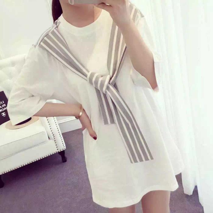 เสื้อผ้าแฟชั่นผู้หญิงพร้อมส่ง : เดรสสีเทา แต่งผ้าผูกโบว์ลายทางสีขาว น่ารักมากๆจ้า