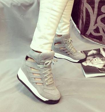 รองเท้าผ้าใบหุ้มข้อส้นสูงมีรูระบายอากาศ