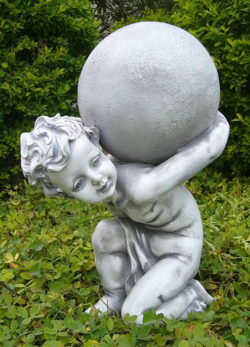 เด็กแบกลูกบอล