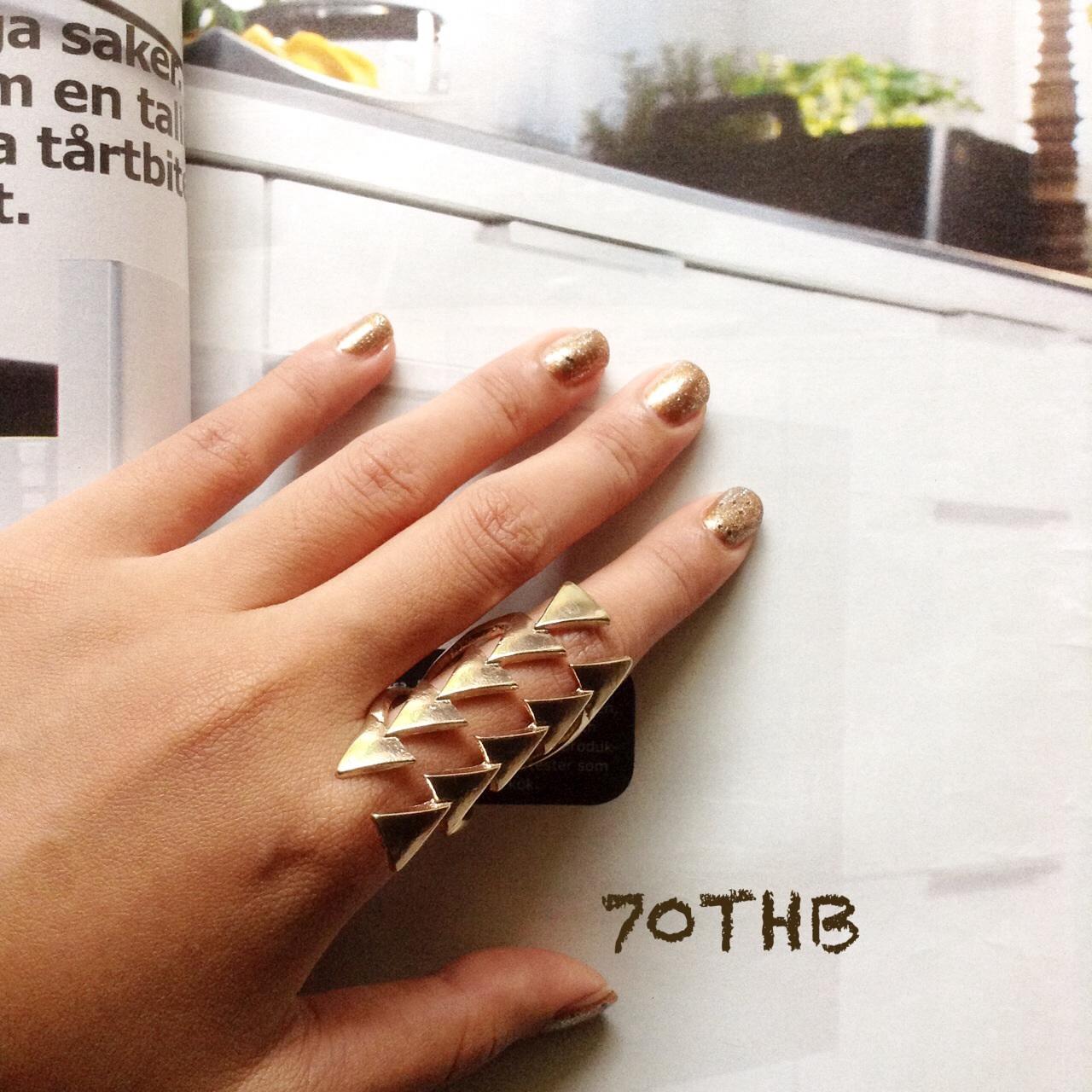 พร้อมส่ง แหวนคัทเอาท์สามเหลี่ยม สีทอง รอบวง 6.5 ซม.