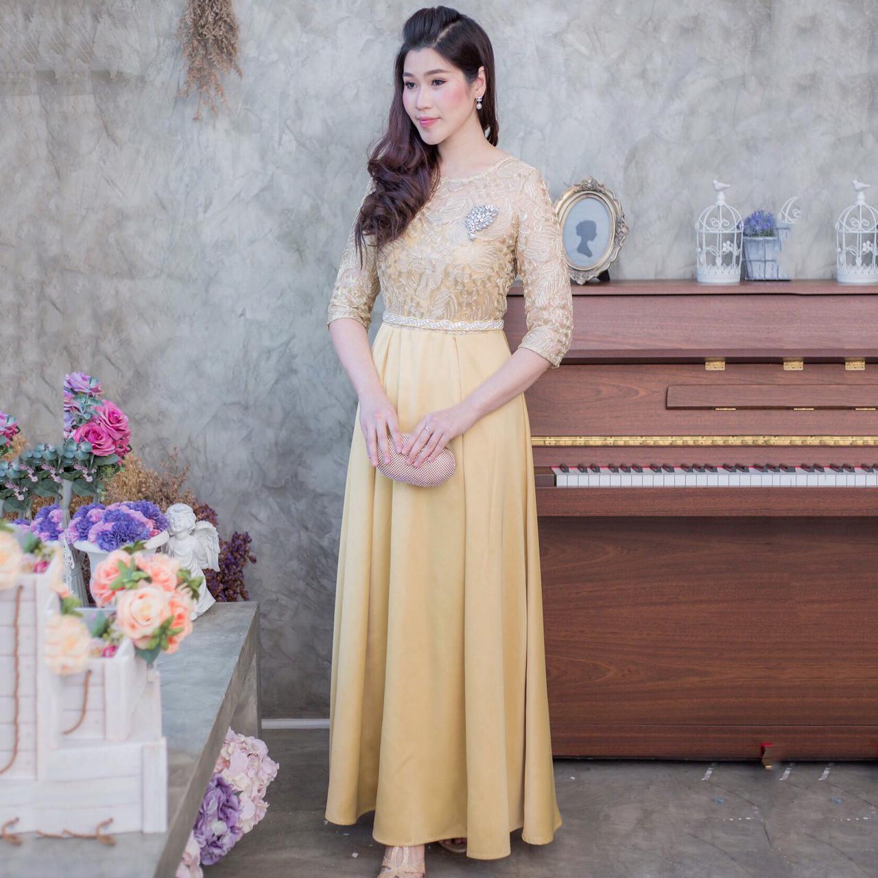 ชุดเดรสยาวออกงานสีทอง ลูกไม้ลายใบไม้ปักดิ้น แนวเรียบหรู สวยสง่า สไตล์ผู้ใหญ่ เหมาะสำหรับใส่ออกงาน ไปงานแต่งงาน ชุดถือขันหมาก ชุดแม่บ่าวสาว