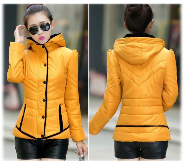 เสื้อโค้ทกันหนาว สีเหลือง ผ้าร่ม แต่งตัดสีดำ แบบซิบรูด ติดกระดุมทับด้านนอก มีฮูท