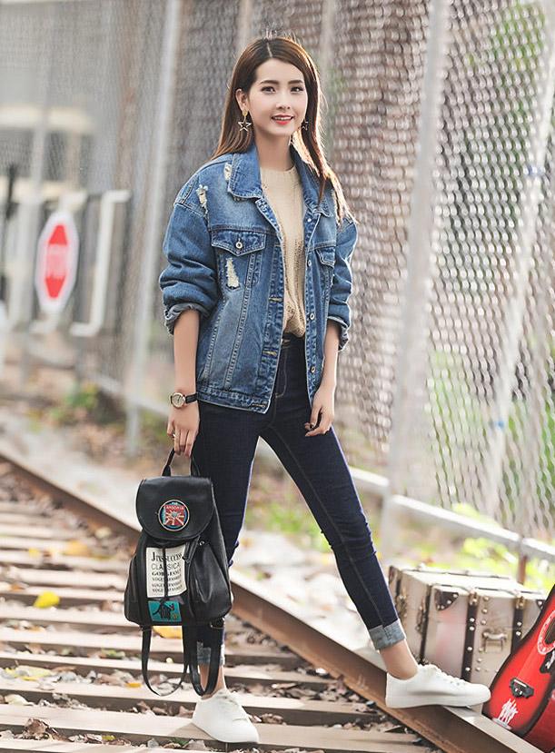เสื้อยีนส์ผู้หญิง แจ็คเก็ตยีนส์ เสื้อคลุมยีนส์ สีน้ำเงินซีด แขนยาว คอปก Oversize