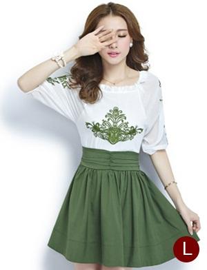 ชุดเดรสทำงานสวยๆ โทนสีขาวเขียว ผ้าชีฟอง คอยืด ปักลายเก๋ๆ กระโปรงสีเขียว ไซส์ L