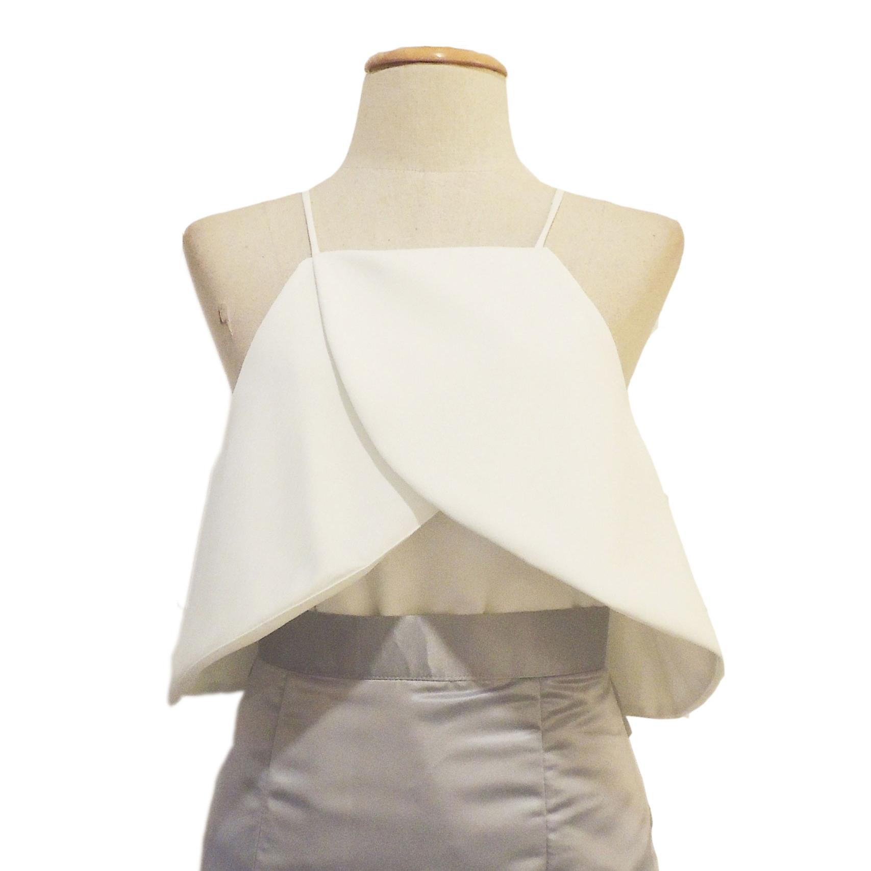 เสื้อออกงานสีขาว เปิดไหล่ คล้องแขน