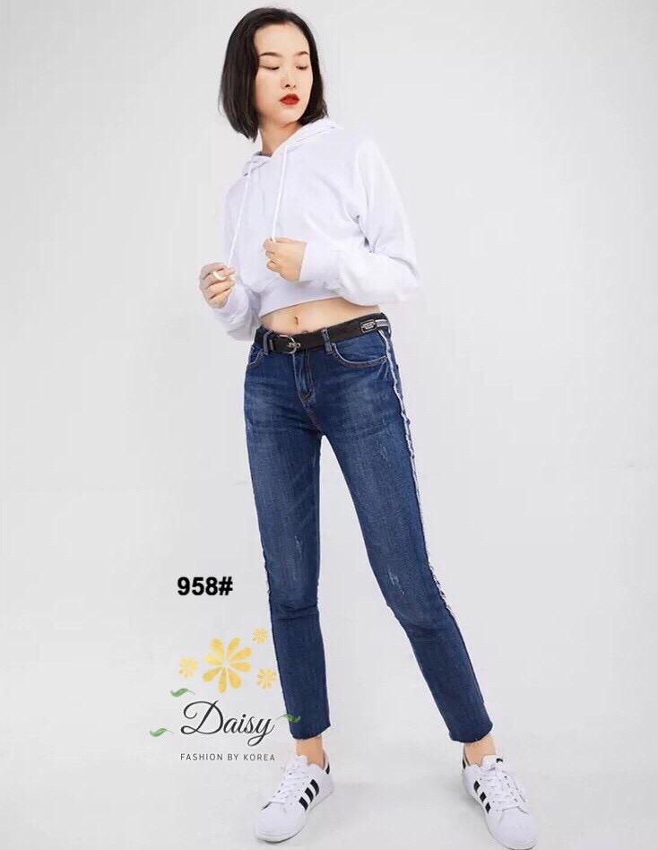 กางเกงยีนส์ทรงเดฟ ผ้ายีนส์ฮ่องกง รุ่นขายาวผลิตมาไซส์ใหญ่ ให้คนสะโพกใหญ่ที่หายีนส์สวยๆใส่ยากค่ะผ้ายีนส์ยืด มีกระเป๋าข้างและกระเป๋าหลัง