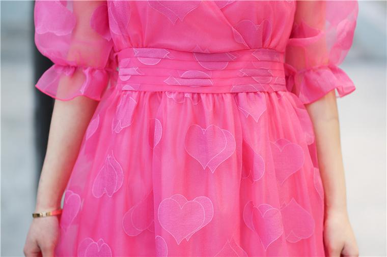 ชุดเดรสแฟชันคุณหนูสีชมพูลายรูปหัวใจสวยๆ