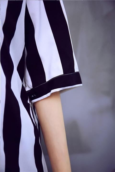 รับตัวแทนจำหน่ายชุดเดรสทำงานแฟชั่นเกาหลีลายทางสีขาวดำ
