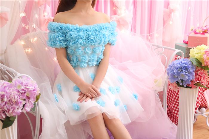 ชุดเดรสแฟชั่นสไตล์คุณหนูไฮโซสีขาวดอกไม้สีฟ้าสวยๆ