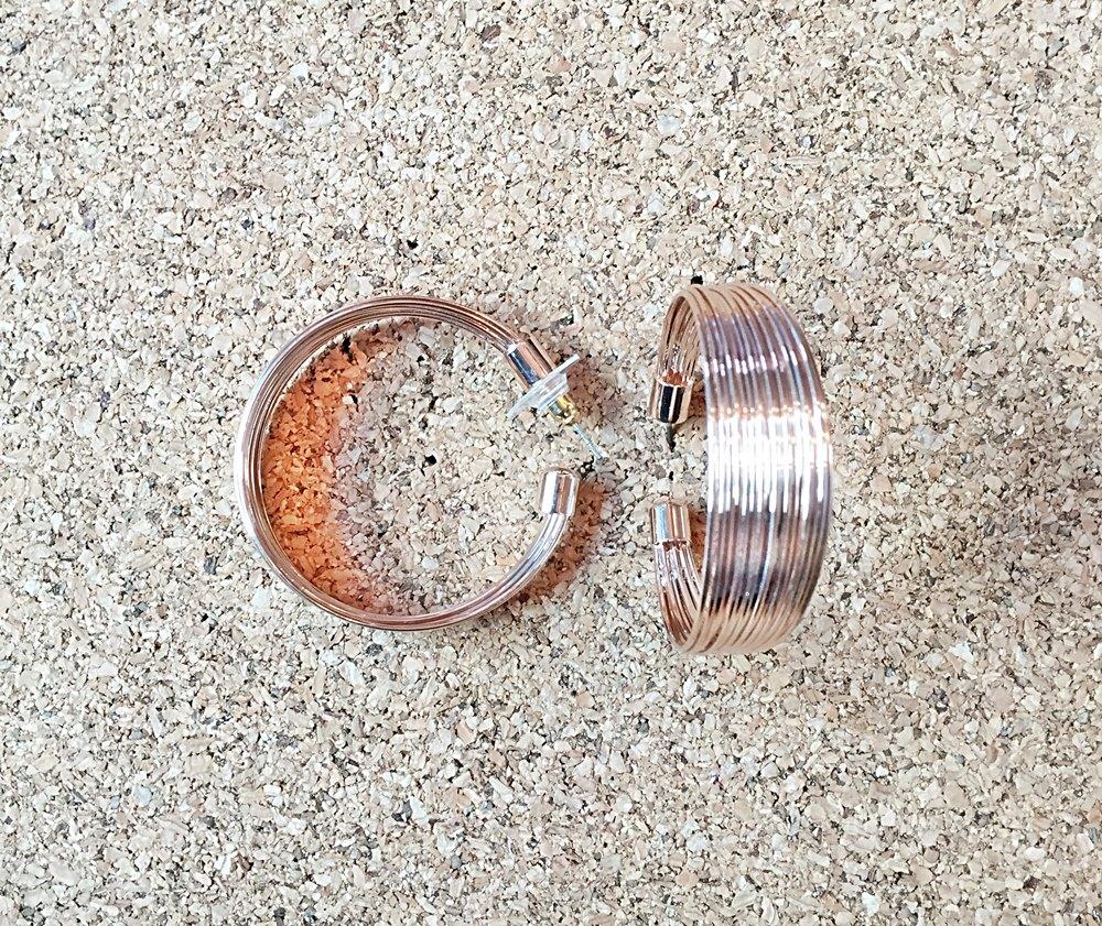 F030 ต่างหูห่วง สี rose gold ห่วงกว้างประมาณ 4 cm.