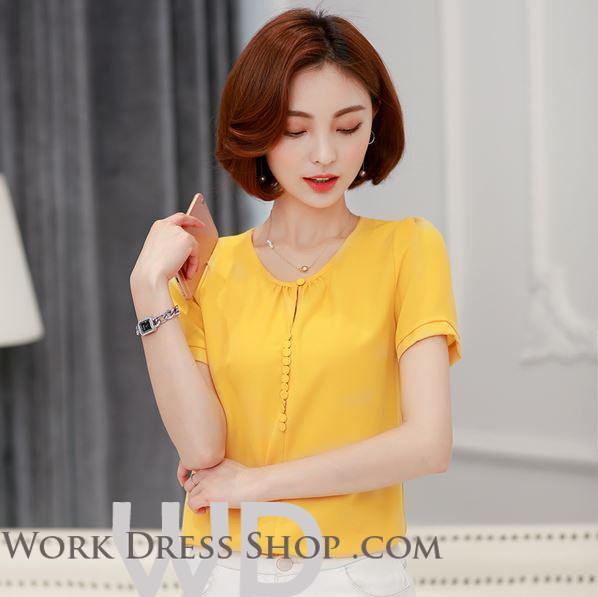 Preorder เสื้อทำงาน สีเหลือง คอกลม แขนสั้น แต่งกระดุมเรียงด้านหน้าเก่ๆ เนื้อผ้าระบายอากาศได้ดี