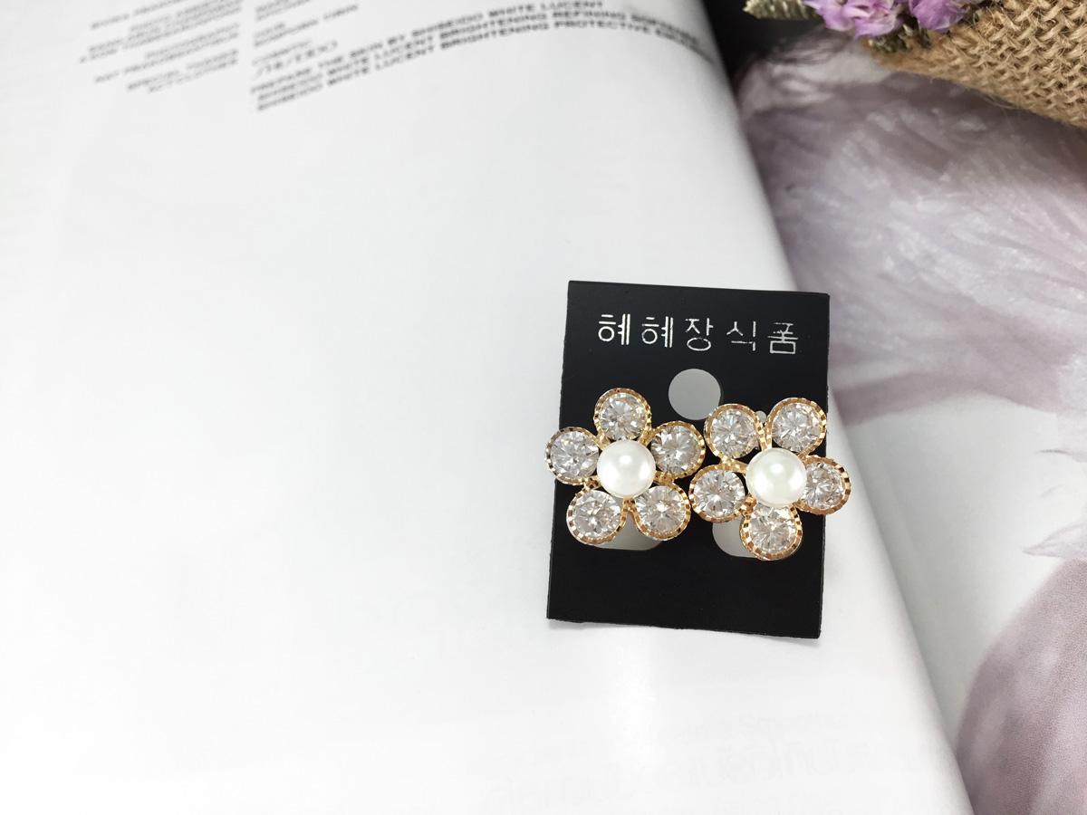 ต่างหูแฟชั่นเกาหลี สีทอง ดอกไม้คริสตัล ประดับมุก น่ารักๆ พร้อมส่งค่ะ