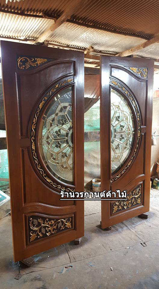 ประตูไม้สักกระจกนิรภัยแกะองุ่น เกรดA รหัส A154