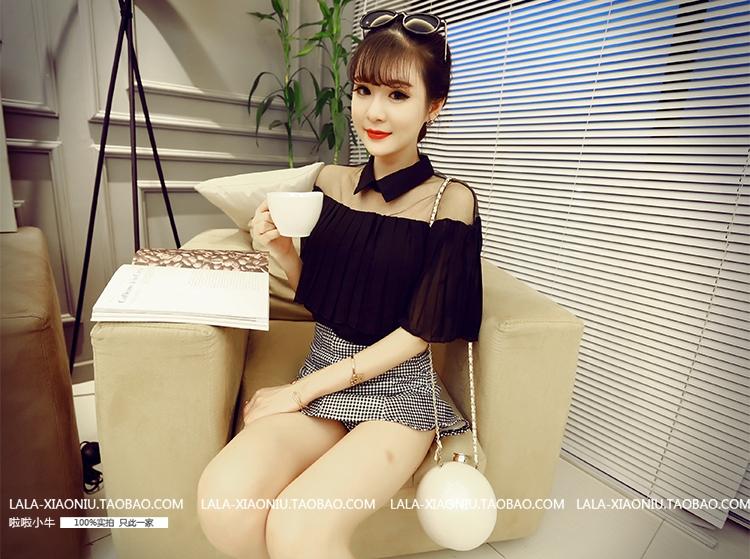 เสื้อแฟชั่น ปกเชิ๊ต ผ้าpoly ester ไหล่แต่งผ้าตาข่าย แต่งระบายอัดพลีท สีดำ