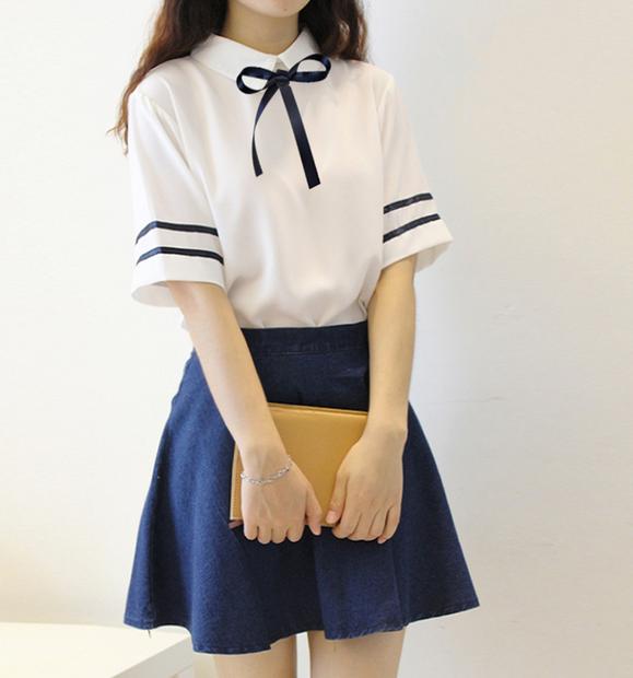 ชุดเซท เสื้อสีขาวผูกโบว์+กระโปรงยีนส์สีเข้มสั้น