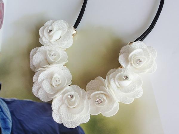สร้อยคอแฟชั่น ดอกไม้ผ้าสีขาว