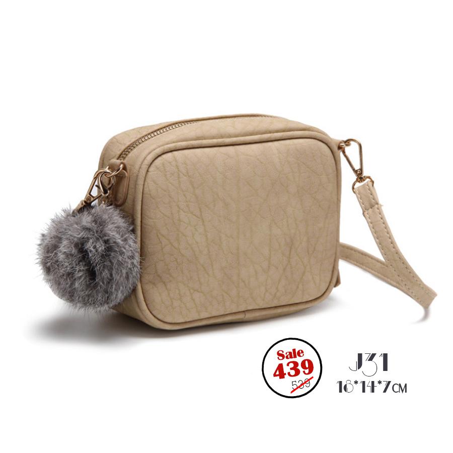 J31-กระเป๋าทรงเหลี่ยมมีปอมๆ สีเหลืองทอง