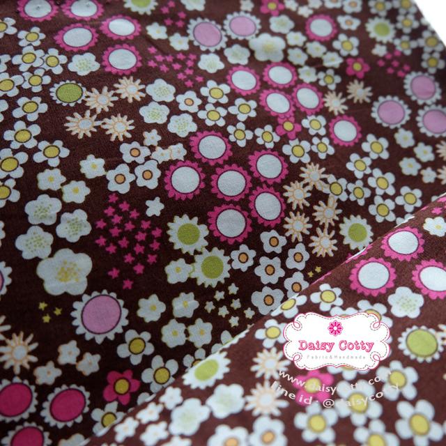 ผ้าคอตตอนไทย 100% 1/4 ม.(50x55ซม.) พื้นสีน้ำตาล ลายสวนดอกไม้