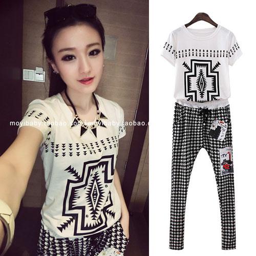 ++สินค้าพร้อมส่งค่ะ++ชุดเซ็ทแฟชั่นเกาหลี เสื้อคอกลม แขนสั้น+กางเกงขายาว ผ้า cotton เนื้อดีกางเกงพิมพ์ลายเด็กแนวเท่ห์ – สีขาว