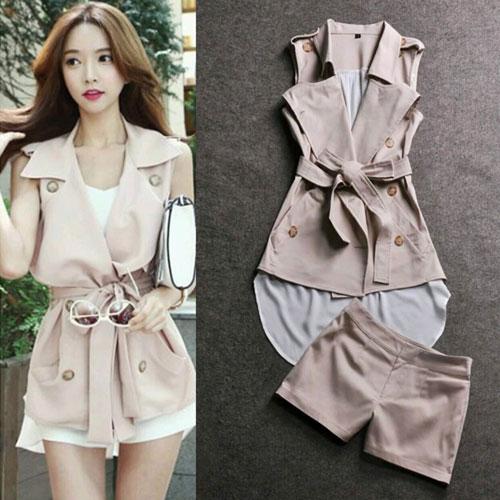 LM++สินค้าพร้อมส่งค่ะ++ชุดเซ็ทแฟชั่นเกาหลี เสื้อคอปก แขนกุด ดีไซด์เท่ห์ DABA GIRL กระดุมคู่ด้านหน้า ชายด้านหลังยาว+กางเกงขาสั้น – สีKhaki