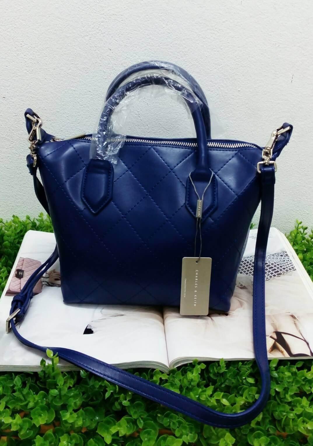 Charles & Keith Bag กระเป๋าหนังหนานิ่ม ตั้งทรงสวย มี 2 สี