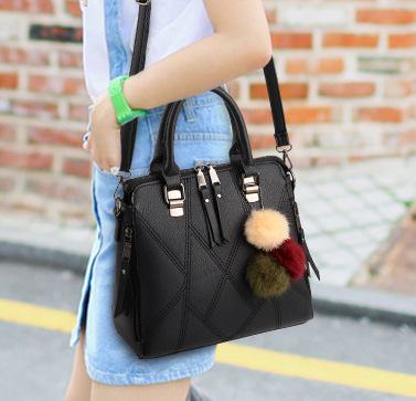 Pre-order กระเป๋าผู้หญิงถือและสะพายข้างแฟชั่นสไตล์เกาหลี เย็บลายเรขาคณิต รหัส KO-696 สีดำ *แถมปอม 3 สี