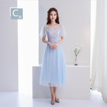 ชุดราตรียาว สีฟ้าสวยๆ ตัวเสื้อผ้าโปร่งปักด้วยด้ายเป็นลายเส้นก้านดอกไม้สีเงิน