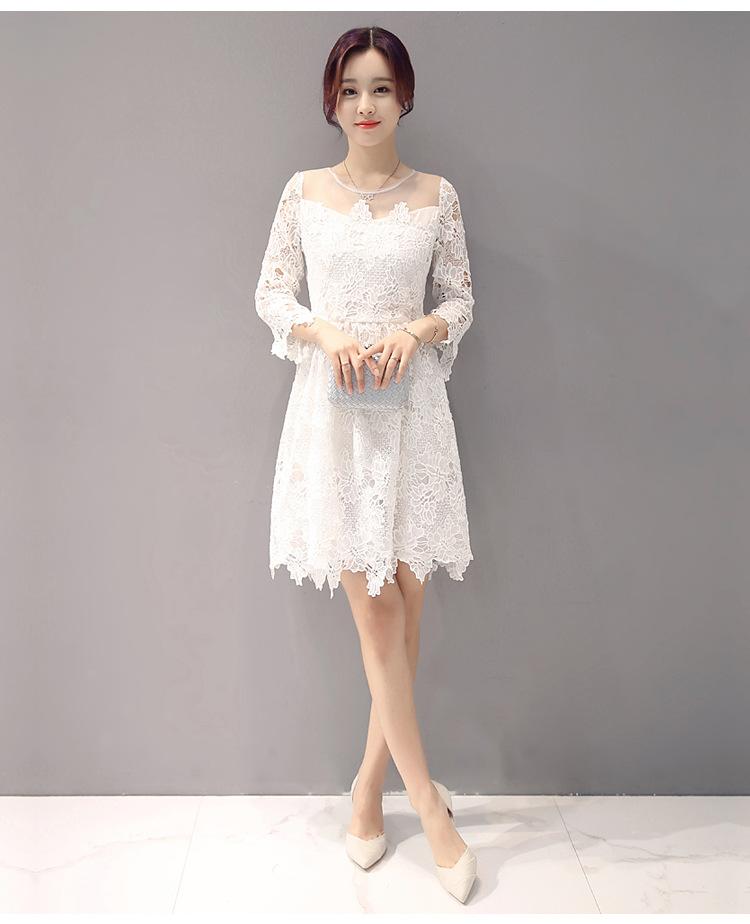 ชุดเดรสสีขาว ผ้าลูกไม้ถักโครเชต์ลายดอกไม้ สีขาว ช่วงไหล่ผ้ามุ้งซีทรูสีขาว