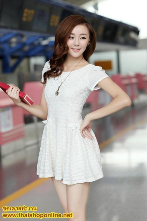 ชุดเดรสทำงาน ชุดเดรสสั้น ผ้าชีฟองเย็มซ้อนเป็นลายผ้าลูกฟูก แฟชั่นเกาหลี สีขาว คอกลม แขนกุด กระโปรงบาน ใส่ทำงานสวยมากๆครับ (พร้อมส่ง)