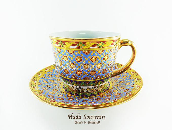 ของที่ระลึก แก้วกาแฟเบญจรงค์ ทรงกลม ลวดลายโทนสีฟ้า ลายเนื้อนูนเคลือบผิวเงา สินค้าพร้อมส่ง (ราคาไม่รวมกล่อง)
