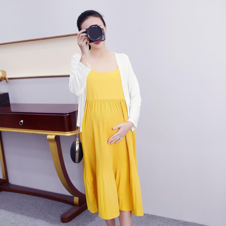 ชุดเซ็ตคลุมท้อง เดรสสายเดี่ยวสีเหลือง กระโปรงอัดพลีท + เสื้อคลุมแขนยาวสีขาวผ้ายืด